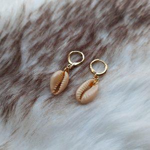 Schelp oorbellen    gold plated