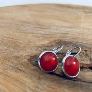 RVS oorbellen met rood steentje
