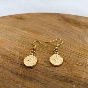 Gold plated oorbellen met kompas
